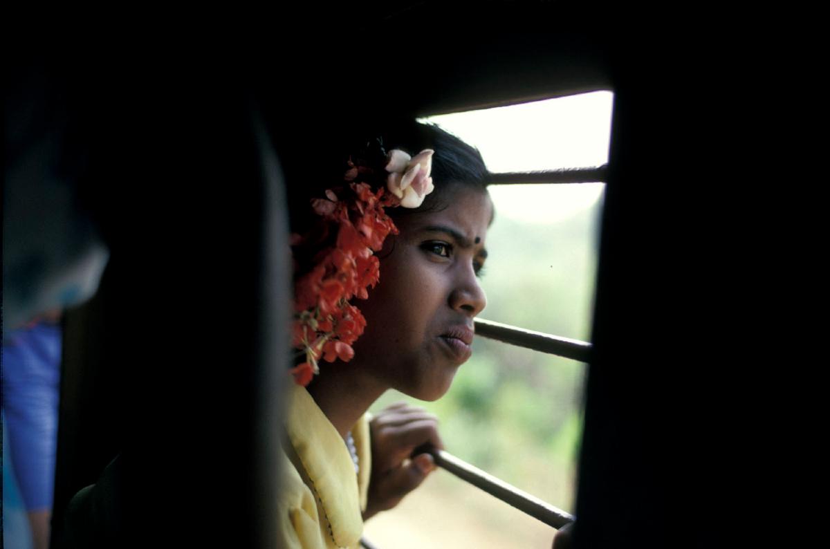 india-meisje-in-trein
