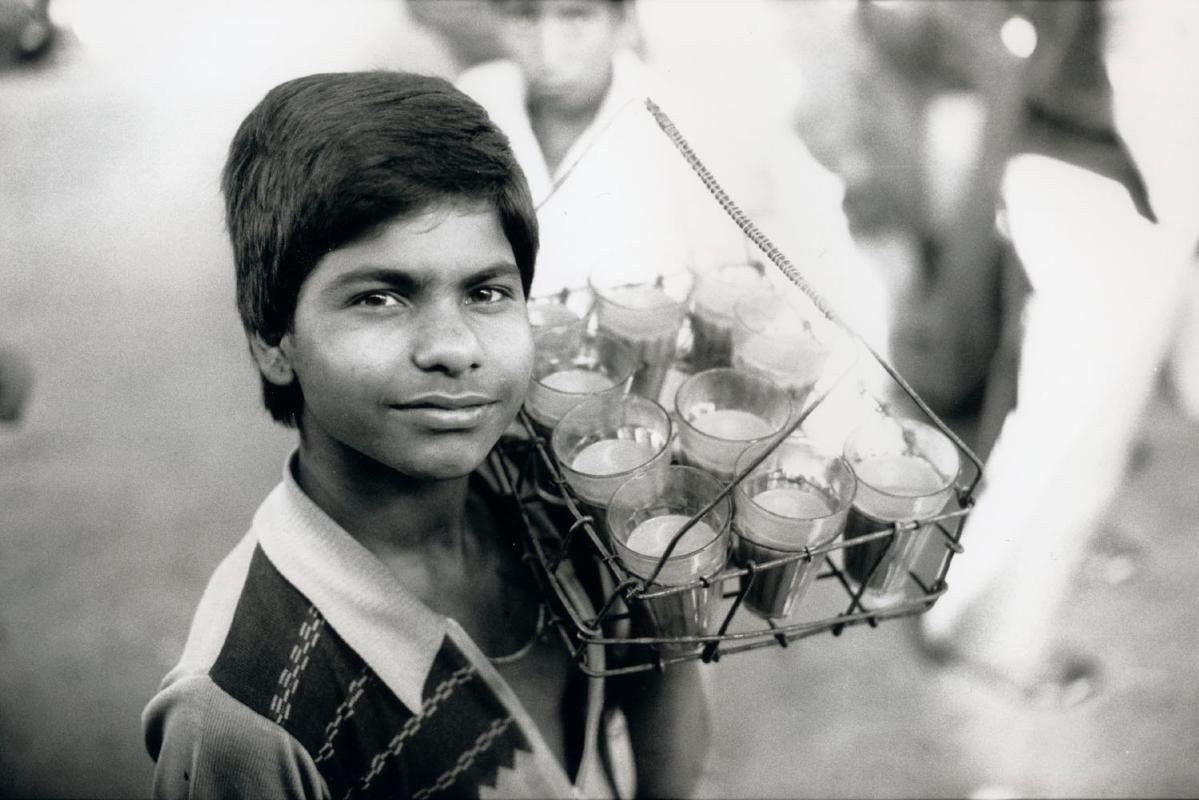 india-perron-chai-boy